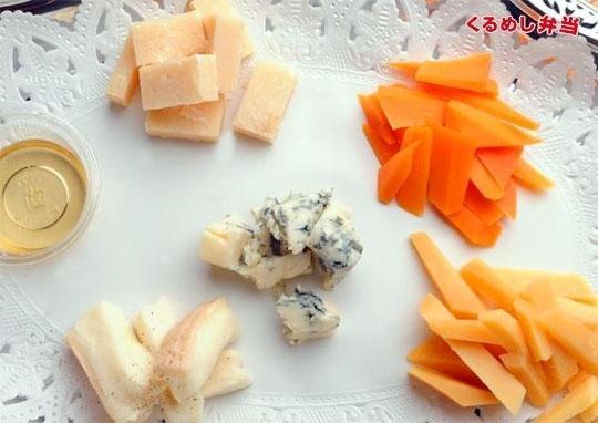 イタリア産チーズとハチミツの盛り合わせ